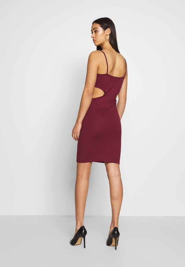 OPEN SIDE DETAIL DRESS - Kotelomekko - burgunday