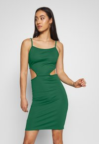 NA-KD - OPEN SIDE DETAIL DRESS - Shift dress - emerald green - 0