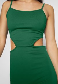 NA-KD - OPEN SIDE DETAIL DRESS - Shift dress - emerald green - 5