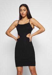 NA-KD - OPEN SIDE DETAIL DRESS - Fodralklänning - black - 0