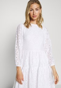 NA-KD - PUFF SLEEVE DRESS - Kjole - white - 3