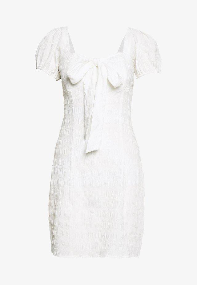 STRUCTURED BOW DRESS - Vapaa-ajan mekko - white