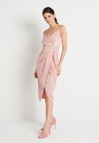 NA-KD - ZALANDO X NA-KD FRONT SLIT DRAPED DRESS - Sukienka koktajlowa - dusty pink - 0