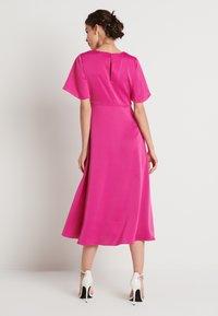 NA-KD - ZALANDO X NA-KD WIDE FLOWY SLEEVE MIDI DRESS - Day dress - cerise - 2