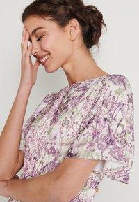 NA-KD - ZALANDO X NA-KD WIDE FLOWY SLEEVE MIDI DRESS - Kjole - purple - 3