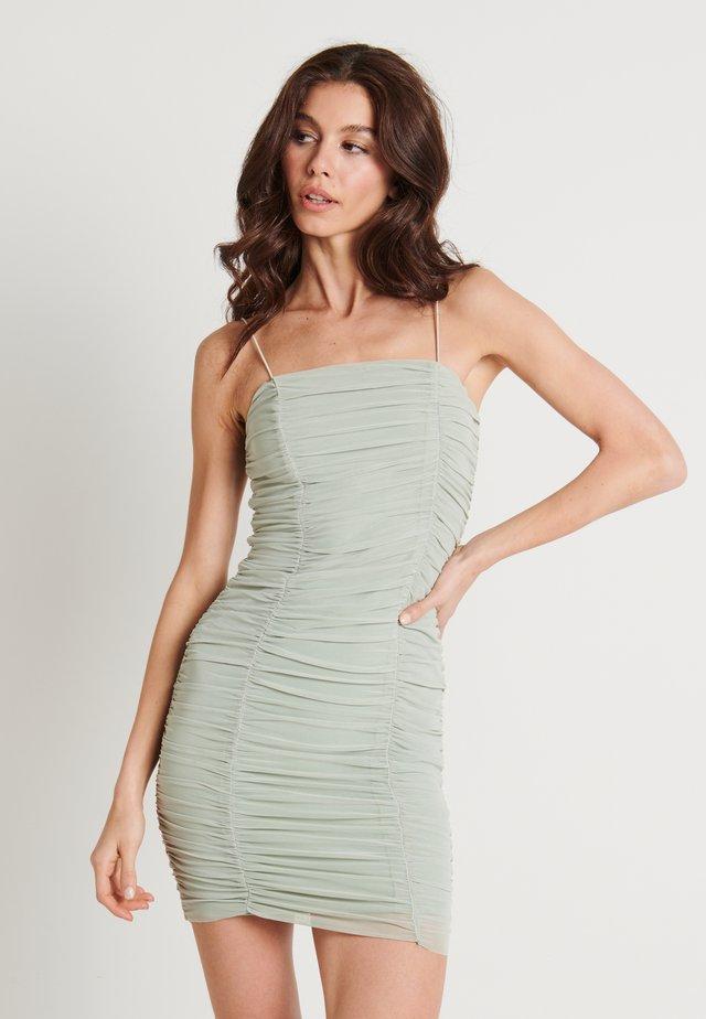 ZALANDO X NA-KD GATHERED BANDEAU DRESS - Vapaa-ajan mekko - dusty green