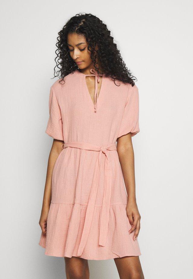 VNECK SHORT SLEEVE DRESS - Vapaa-ajan mekko - dusty pink