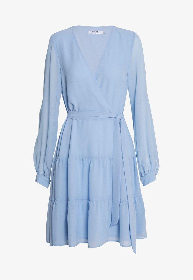 OVERLAP RUFFLED DRESS - Vapaa-ajan mekko - light blue