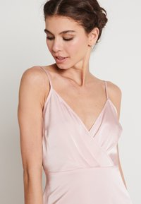 NA-KD - V-NECK FLOWY DRESS - Maxi-jurk - dusty pink - 4
