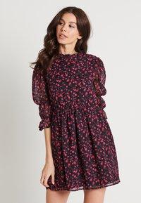 NA-KD - MINI DRESS - Juhlamekko - black/pink - 0
