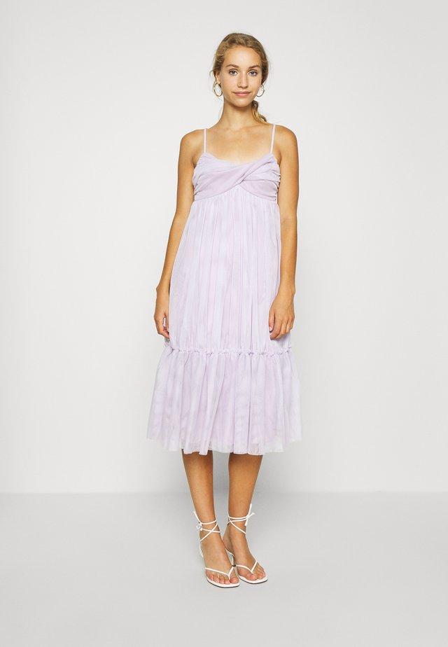 ZALANDO X NA-KD VOLUME DRESS - Cocktailkleid/festliches Kleid - dusty lilac