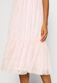 NA-KD - ZALANDO X NA-KD VOLUME DRESS - Sukienka koktajlowa - dusty pink - 7