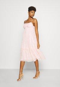 NA-KD - ZALANDO X NA-KD VOLUME DRESS - Vestido de cóctel - dusty pink - 0