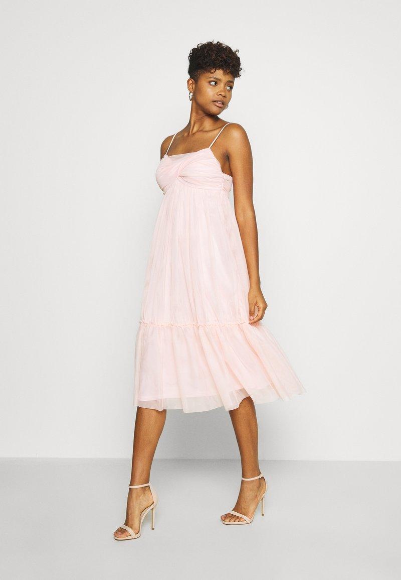 NA-KD - ZALANDO X NA-KD VOLUME DRESS - Vestido de cóctel - dusty pink