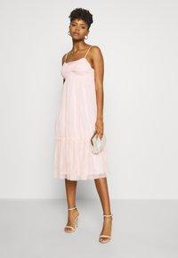 NA-KD - ZALANDO X NA-KD VOLUME DRESS - Sukienka koktajlowa - dusty pink - 1