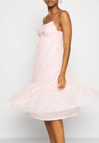 NA-KD - ZALANDO X NA-KD VOLUME DRESS - Sukienka koktajlowa - dusty pink - 5