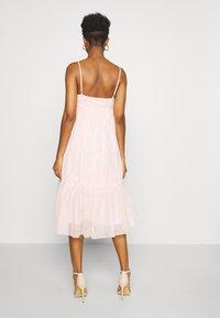 NA-KD - ZALANDO X NA-KD VOLUME DRESS - Vestido de cóctel - dusty pink - 2
