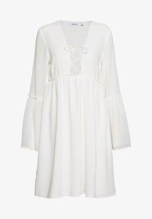 LACE UP FLOWY DRESS - Robe d'été - white