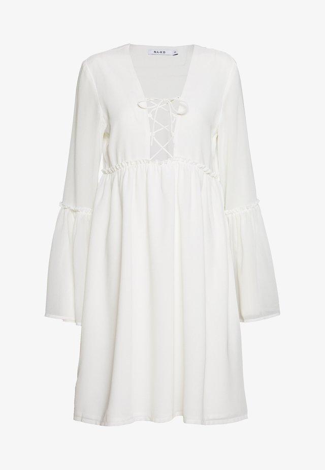 LACE UP FLOWY DRESS - Sukienka letnia - white