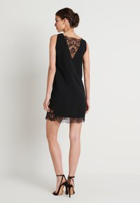 NA-KD - ZALANDO X NA-KD V-NECK DETAIL DRESS - Juhlamekko - black - 2
