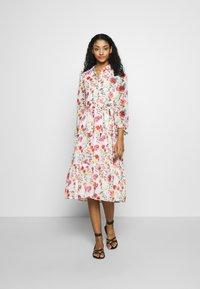 NA-KD - RUFFLED MIDI DRESS - Košilové šaty - multicoloured - 2