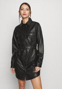NA-KD - SOFT BELTED MINI DRESS - Denní šaty - black - 0