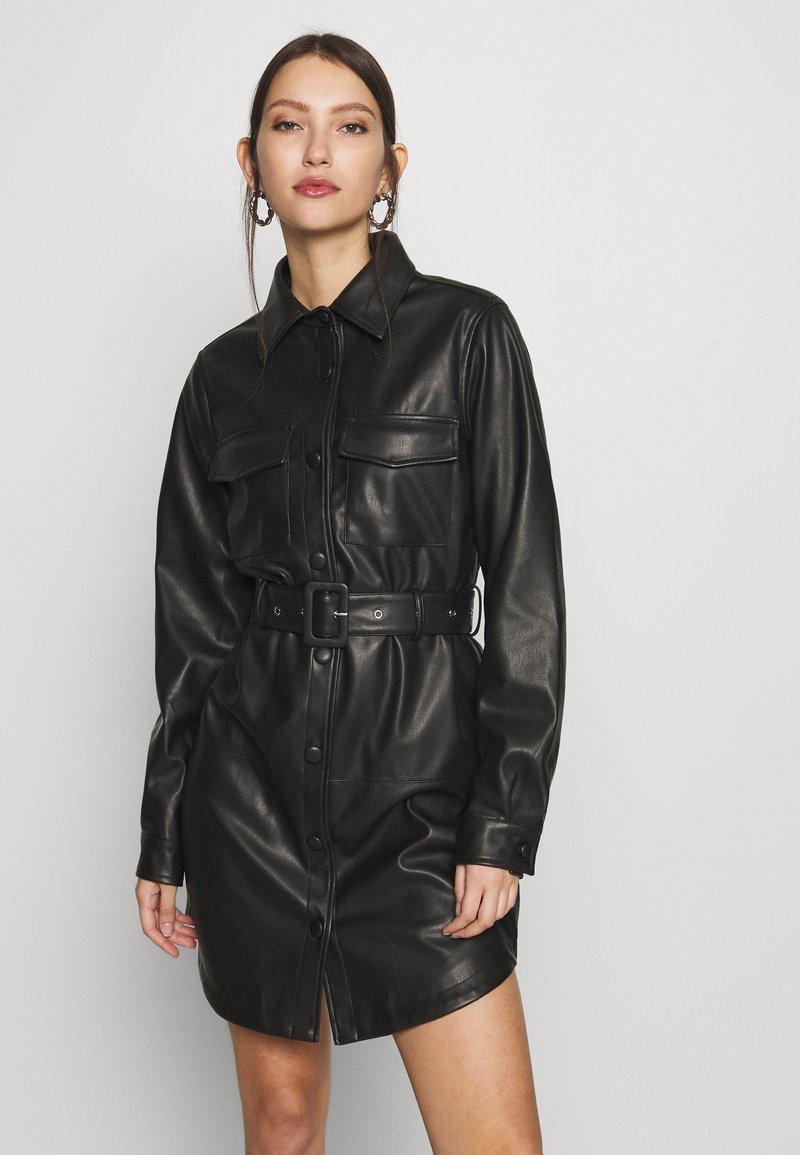 NA-KD - SOFT BELTED MINI DRESS - Denní šaty - black