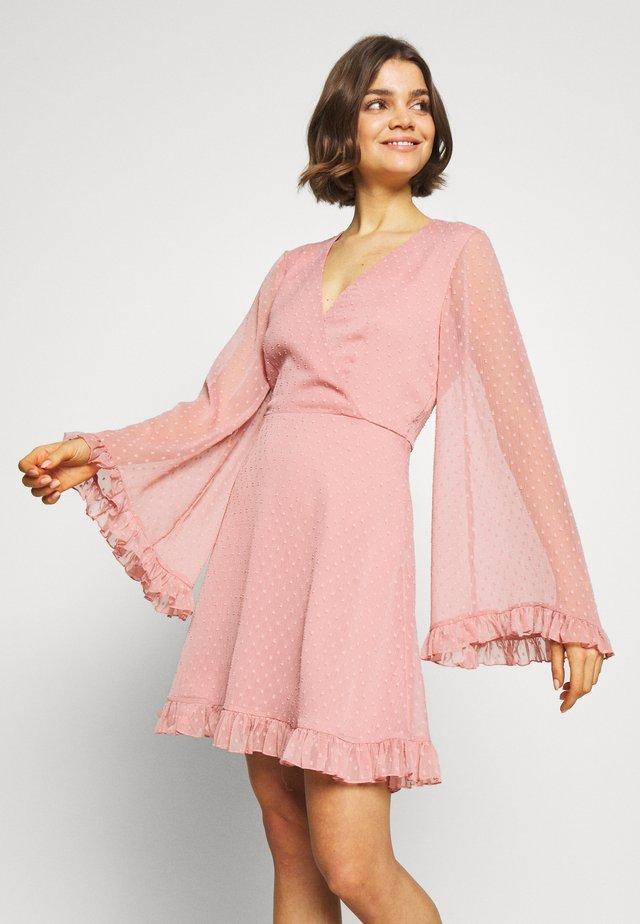 DOBBY TRUMPET SLEEVE MINI DRESS - Vapaa-ajan mekko - dusty pink