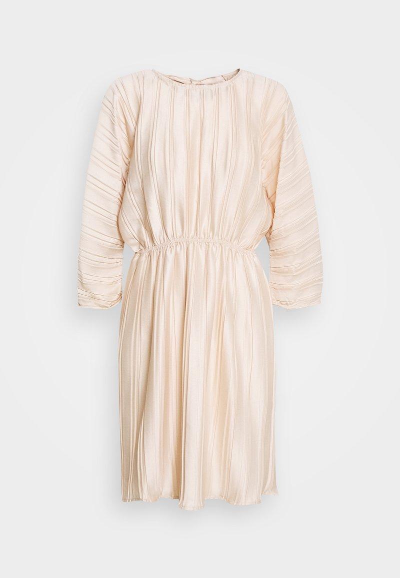 NA-KD - PLEATED OPEN BACK DRESS - Juhlamekko - light pink