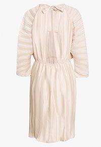 NA-KD - PLEATED OPEN BACK DRESS - Juhlamekko - light pink - 1
