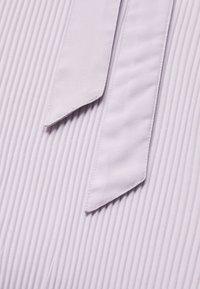 NA-KD - HALTERNECK PLEATED DRESS - Iltapuku - purple - 3