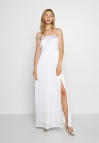 NA-KD - OFF SHOULDER SLIT DRESS - Occasion wear - white - 0