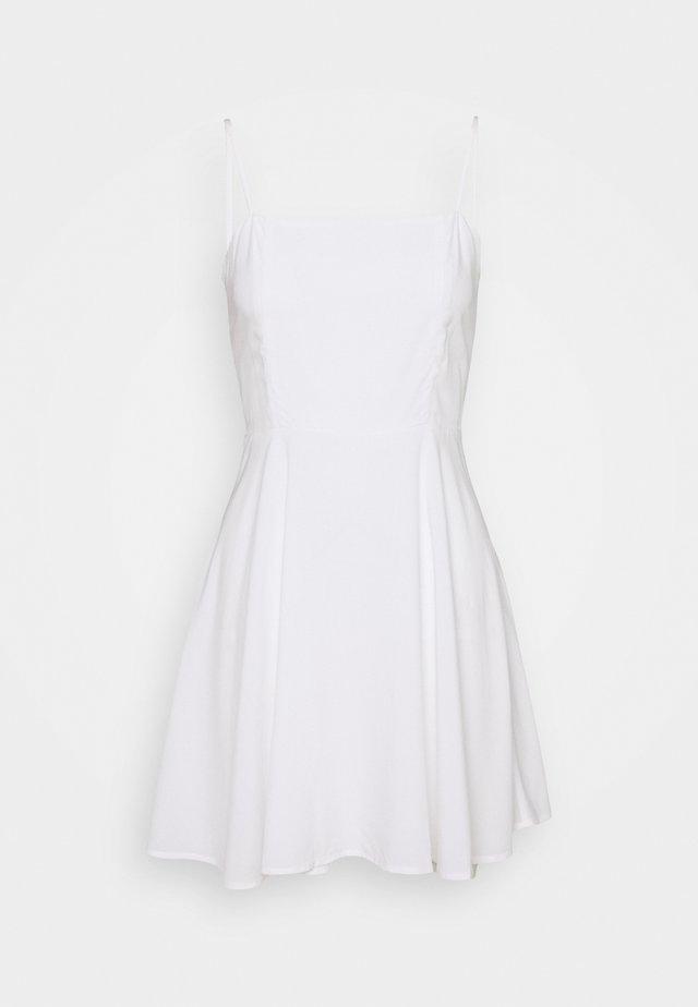 PAMELA REIF X NA-KD FLOWY MINI DRESS - Freizeitkleid - white