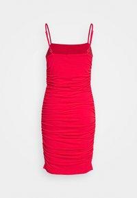 NA-KD - PAMELA REIF X NA-KD THIN STRAP DRESS - Vestito elegante - red - 1