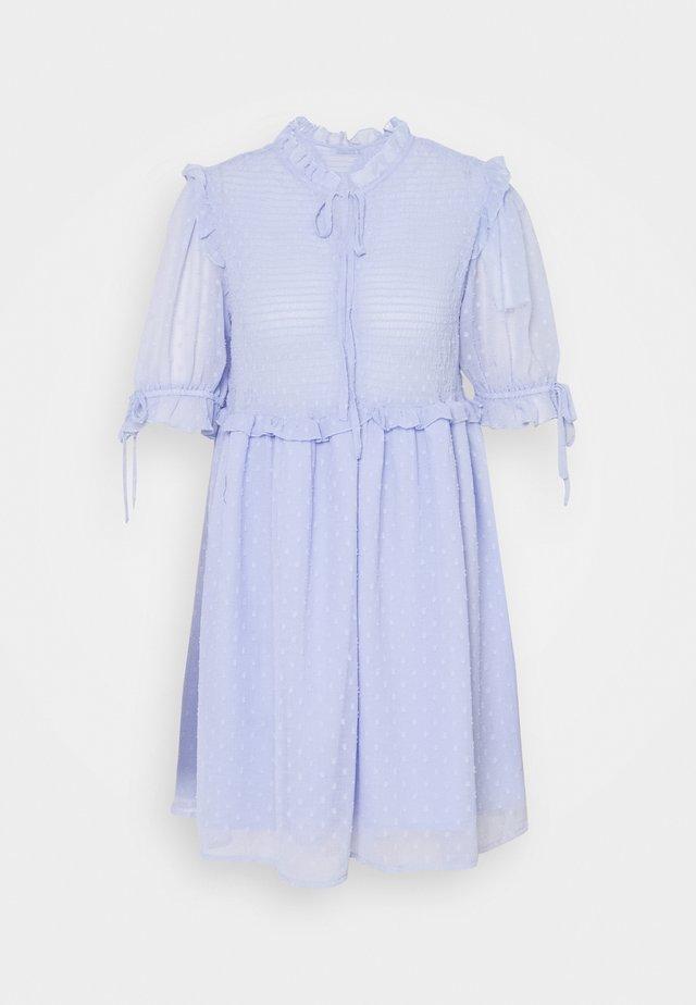 DOBBY SMOCKED MINI DRESS - Freizeitkleid - light blue