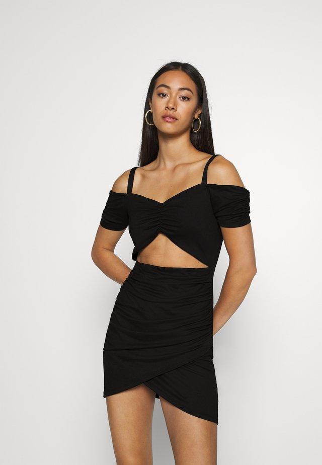 PAMELA REIF X NA-KD CUT OUT MINI DRESS - Etuikleid - black