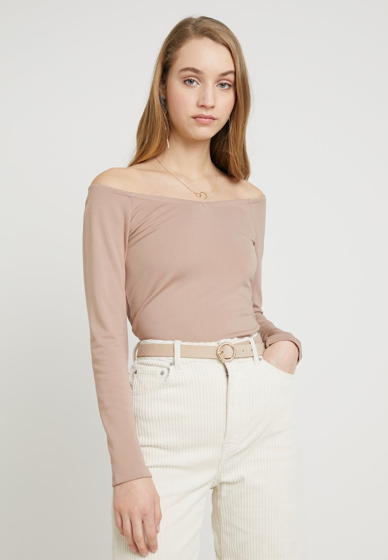 NA-KD - PAOLA MARIA OFF SHOULDER DETAIL - Long sleeved top - taupe