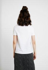 NA-KD - FUNK ROLL HEM - T-shirts med print - optical white - 2
