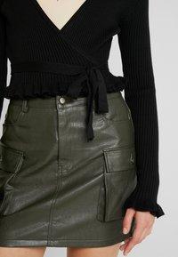 NA-KD - HANNA WEIG TIED  - Bluzka z długim rękawem - black - 6