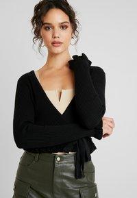NA-KD - HANNA WEIG TIED  - Bluzka z długim rękawem - black - 3