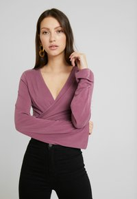 NA-KD - Dilara x NA-KD - Long sleeved top - plum - 0