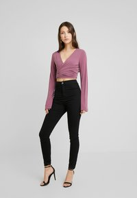 NA-KD - Dilara x NA-KD - Long sleeved top - plum - 1
