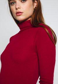 NA-KD - Monica Geuze x NA-KD - Topper langermet - red - 5
