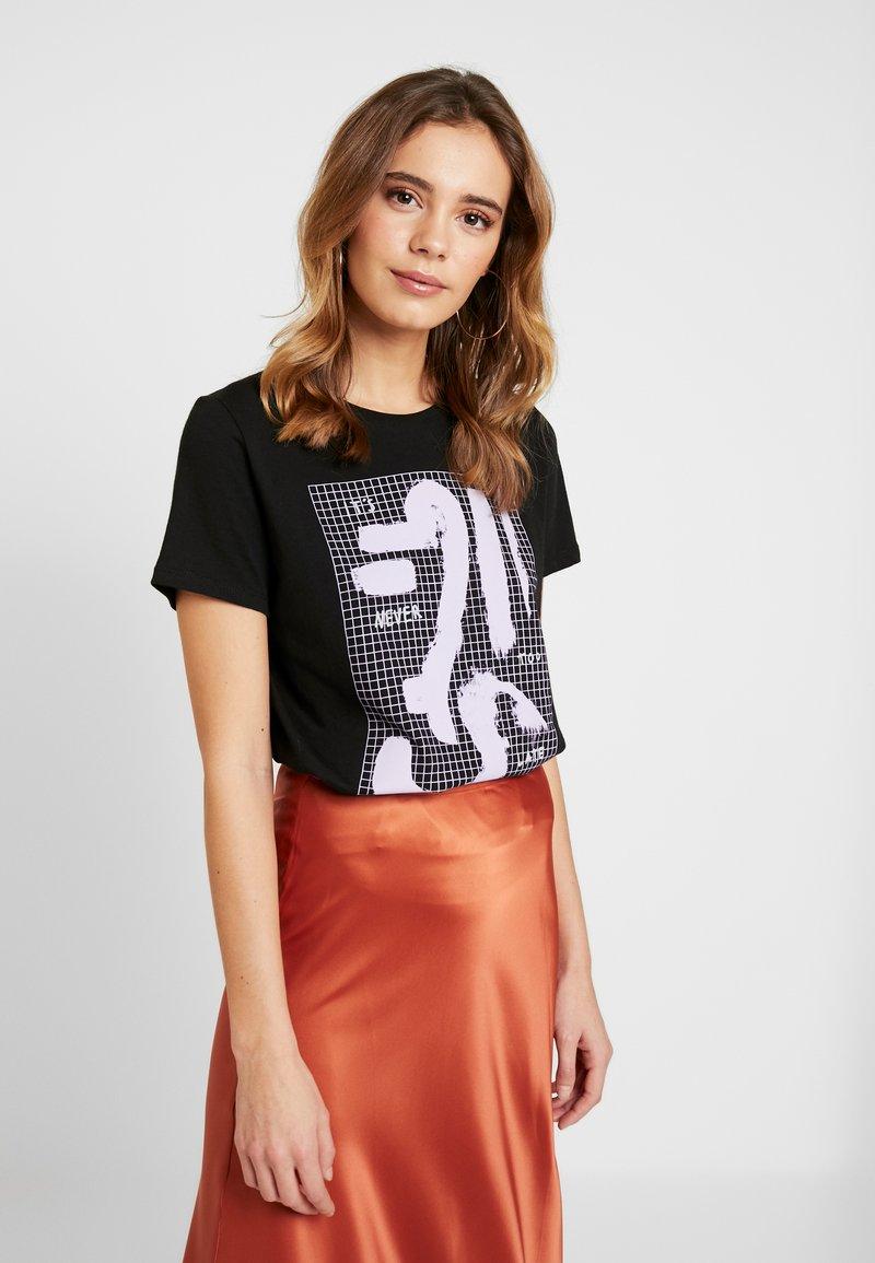 NA-KD - SIGN BASIC TEE - T-shirts med print - black