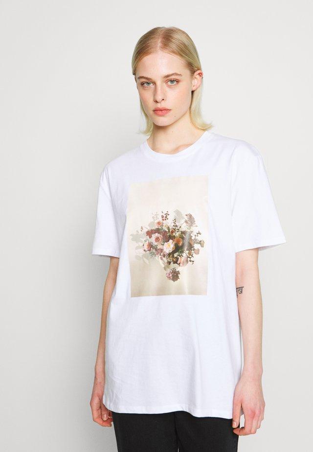 FLOWER - Printtipaita - white