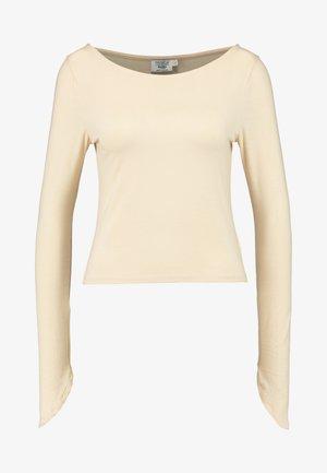 Pamela Reif x NA-KD LONG SLEEVE BOAT NECK - Camiseta de manga larga - beige
