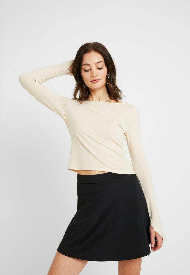 Pamela Reif x NA-KD LONG SLEEVE BOAT NECK - Långärmad tröja - beige