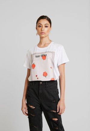 STATE OF ART OVERSIZED TEE - Print T-shirt - white/red