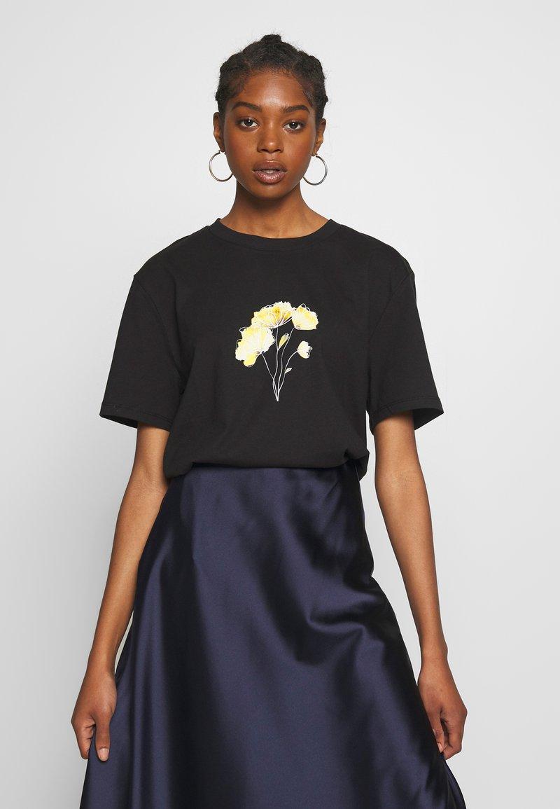 NA-KD - LINE FLOWER PRINTED TEE - Print T-shirt - black