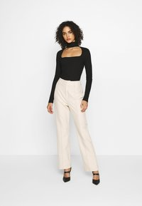 NA-KD - CUT OUT - Long sleeved top - black - 1